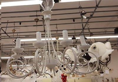 Lampadari In Ferro Battuto Bianco : Cosa abbinare al letto in ferro battuto